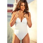 Marilyn One Piece, now 50% off at www.elizabethhurley.com (link in bio) 😘😘😘😘😘😘 @elizabethhurley1 @lipstickkelly @nihatodabasiofficial @cyrillaloue